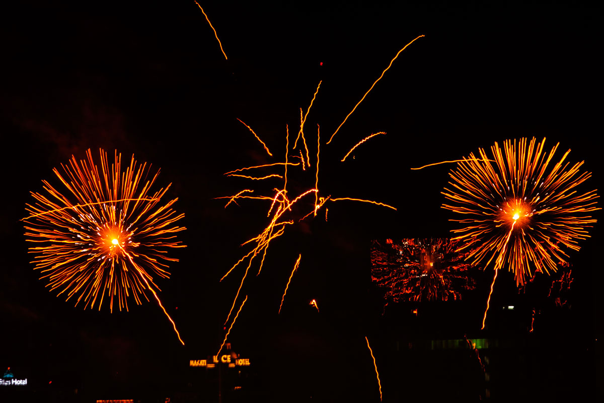 New Year 2011 Fireworks Makati Philippines 040