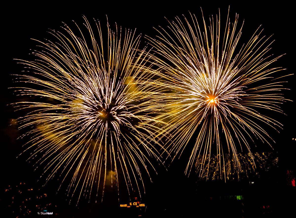 New Year 2011 Fireworks Makati Philippines 044