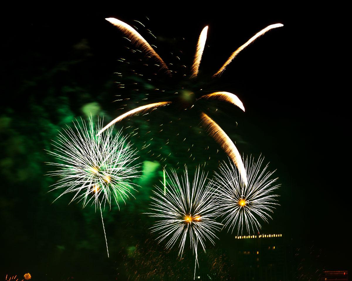 New Year 2011 Fireworks Makati Philippines 058