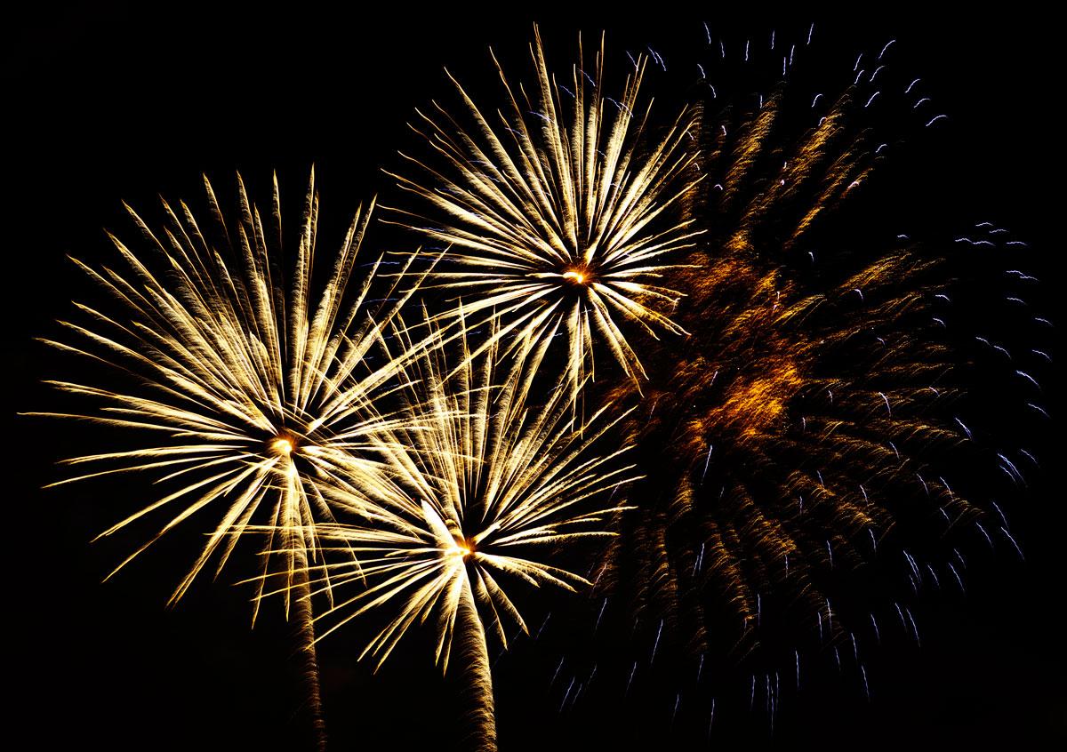 New Year 2011 Fireworks Makati Philippines 067