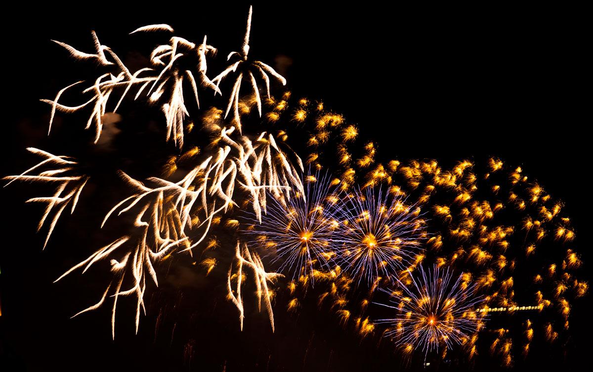 New Year 2011 Fireworks Makati Philippines 071