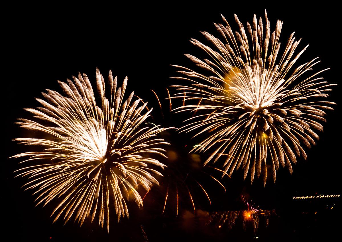 New Year 2011 Fireworks Makati Philippines 074