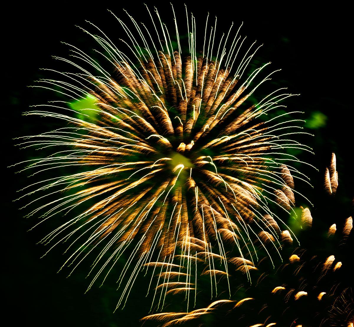 New Year 2011 Fireworks Makati Philippines 080