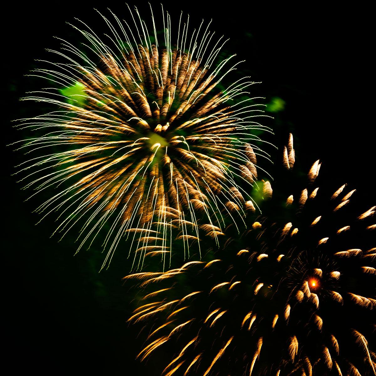 New Year 2011 Fireworks Makati Philippines 081