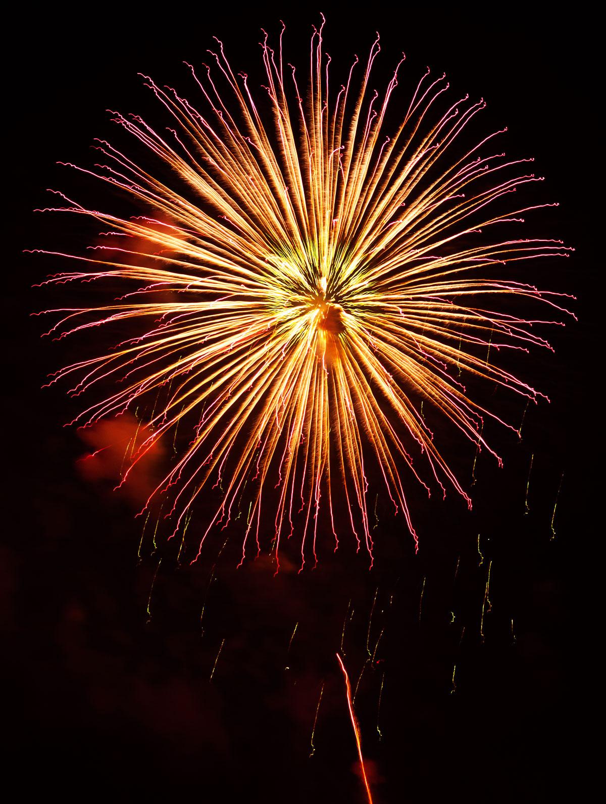 New Year 2011 Fireworks Makati Philippines 085