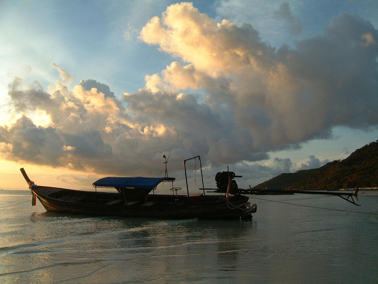 Sunrise Thailand Phi Phi Island 01