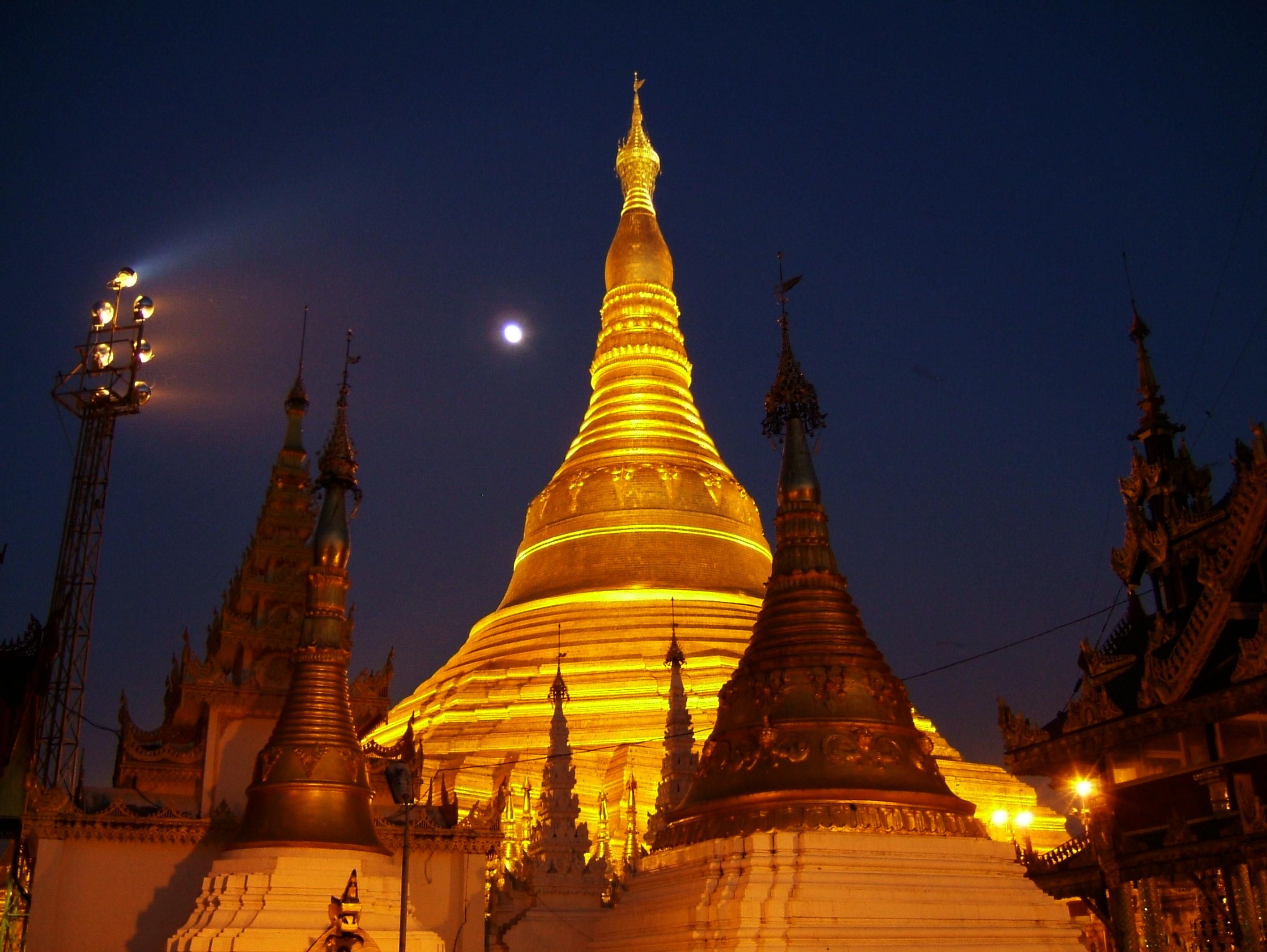 Sunset Myanmar Yangon Shwedagon Pagoda 01