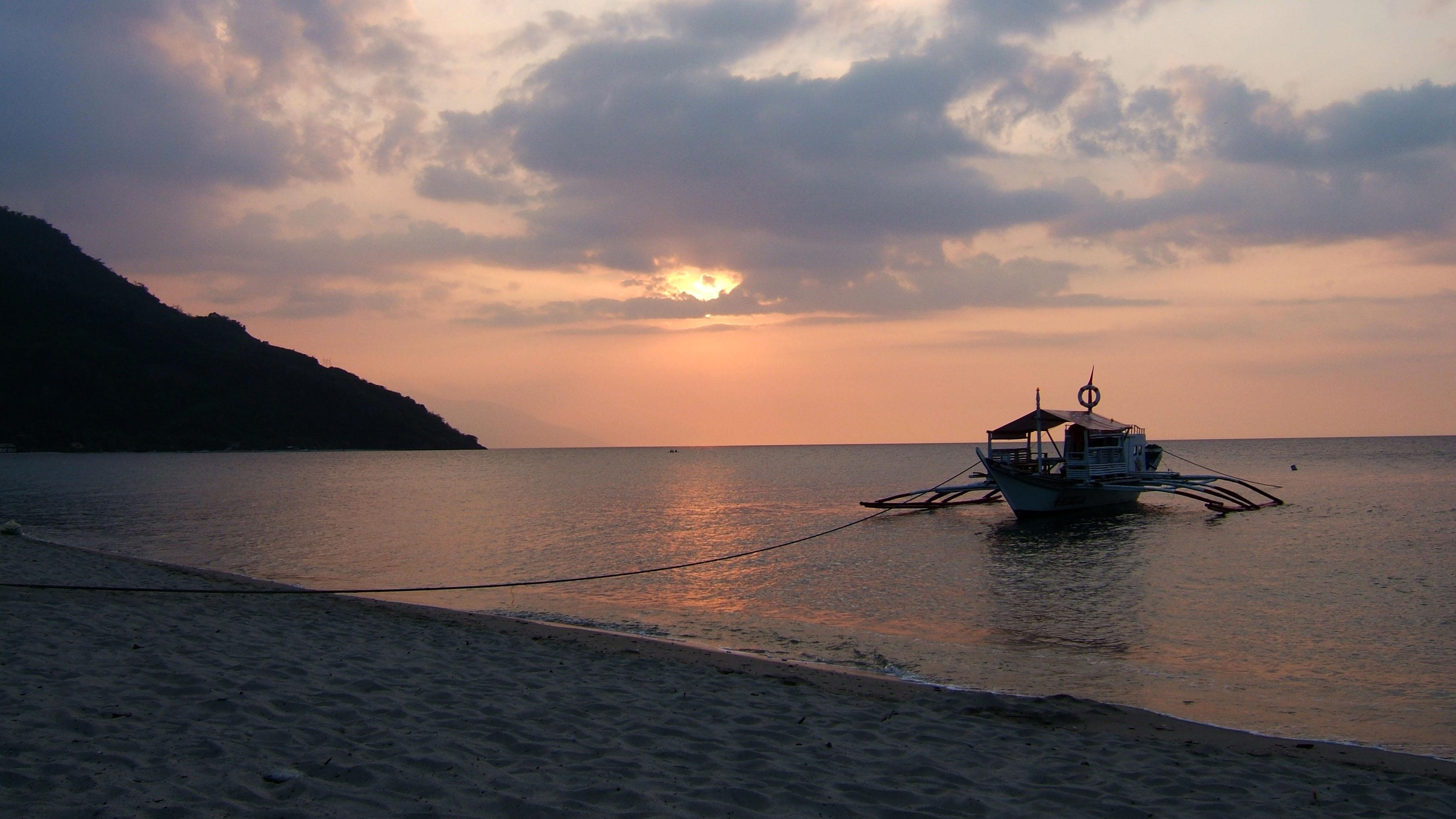 Sunset Philippines Mindoro White Beach 01