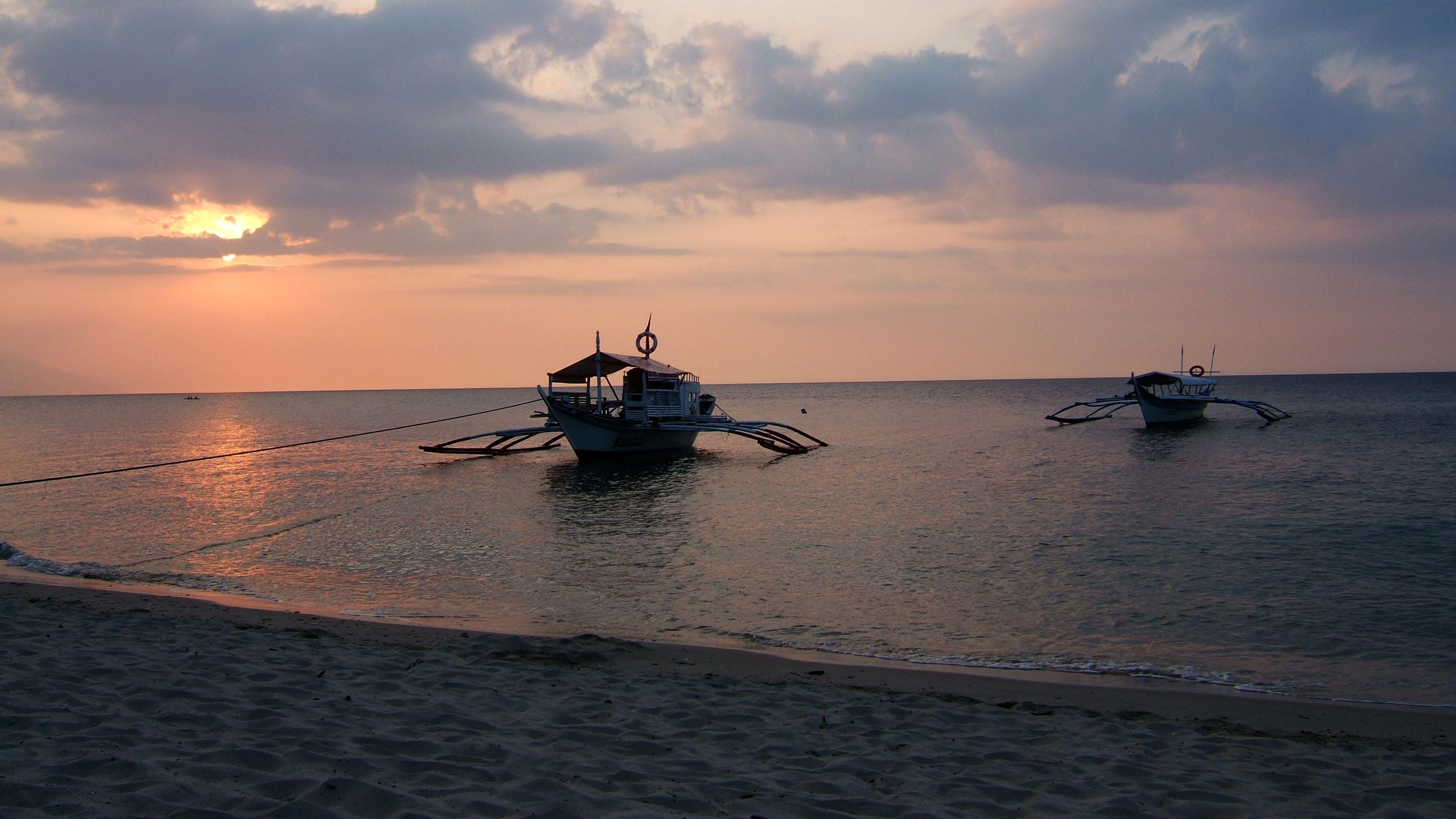 Sunset Philippines Mindoro White Beach 02
