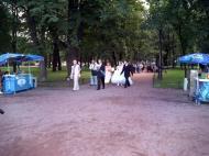 Asisbiz Russia Saint Petersburg Street Scenes Wedding 2005 01