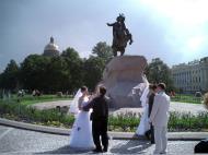 Asisbiz Russia Saint Petersburg Street Scenes Wedding 2005 05