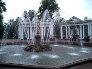 Asisbiz Russia Saint Petersburg Architecture Fountain 2005 01
