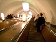 Asisbiz Russia Saint Petersburg Transport network Underground Rail System 2005 05