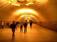Asisbiz Russia Saint Petersburg Transport network Underground Rail System 2005 06