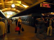 Asisbiz Russia Saint Petersburg Transport network Underground Rail System 2005 07
