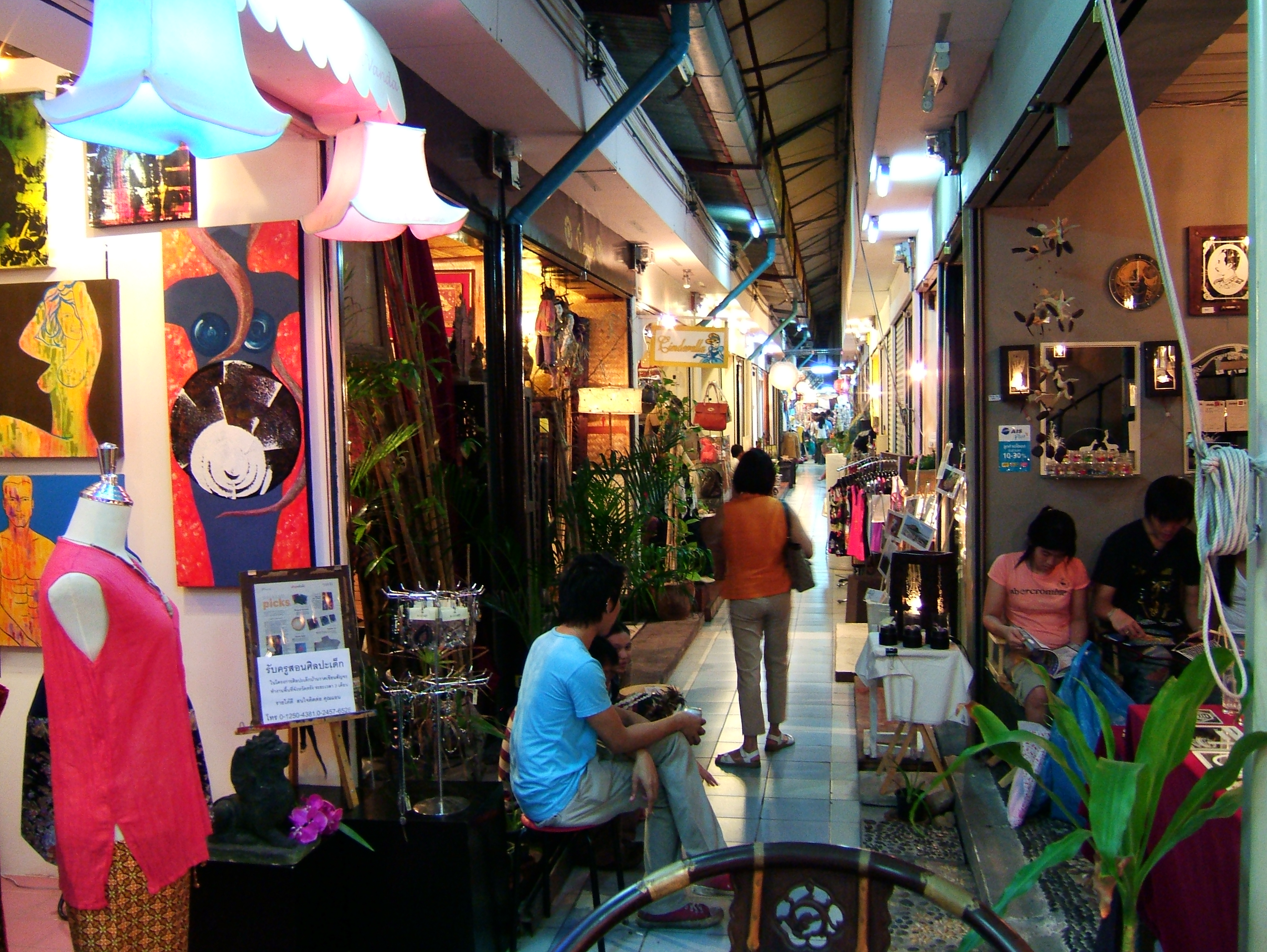 Thailands retail businesses arts and crafts trade Oct 2005 05
