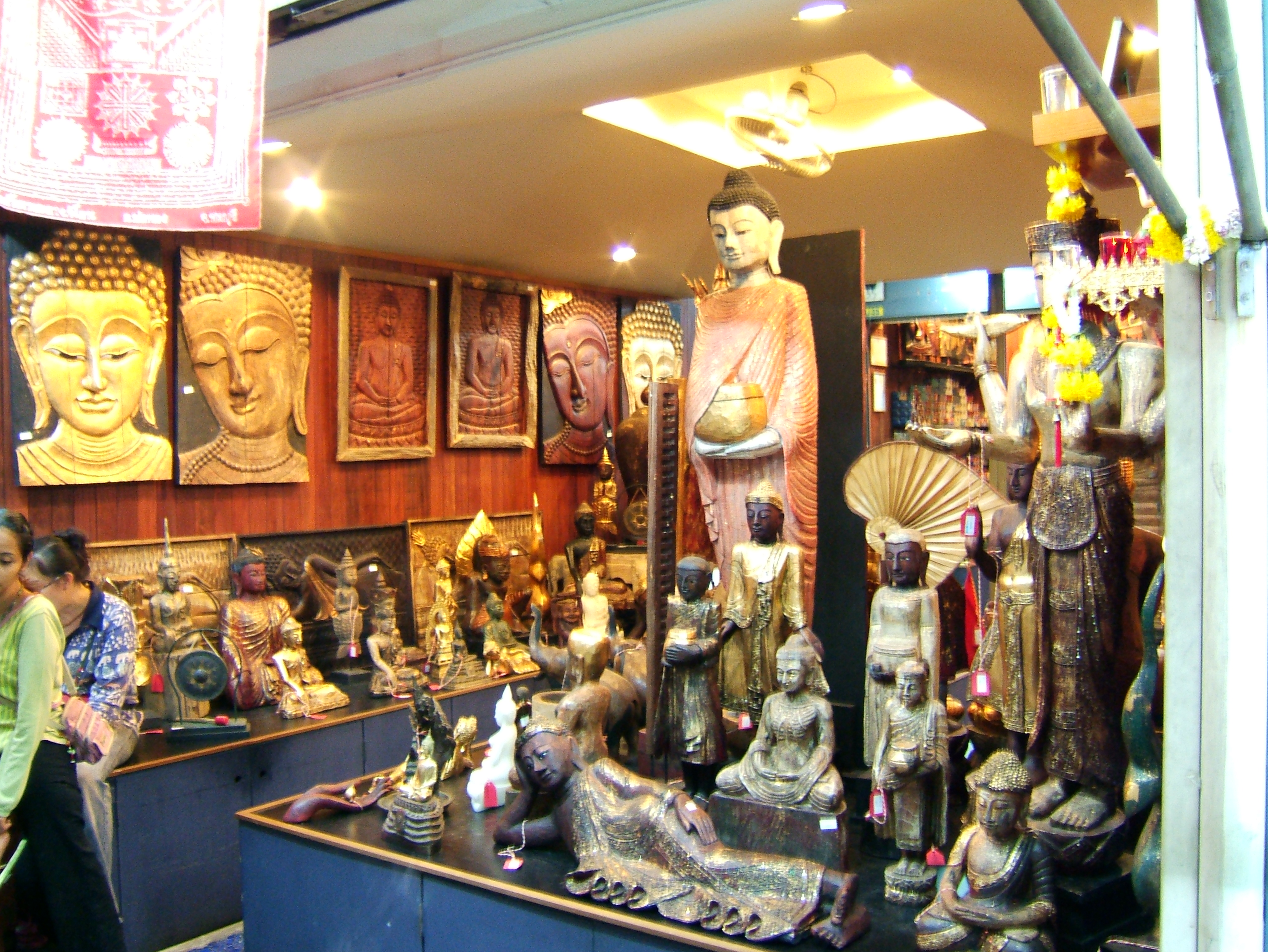 Thailands retail businesses arts and crafts trade Oct 2005 09