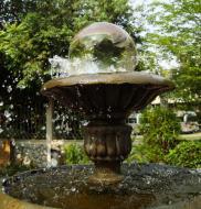 Asisbiz Street scenes fountains Bangkok Thailand 2010 02