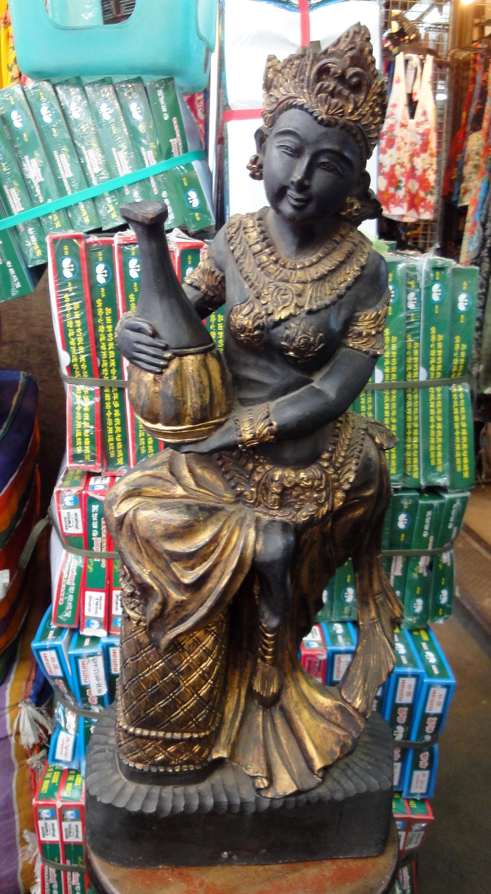 Chatuchak weekend market the Buddha trade 2010 01