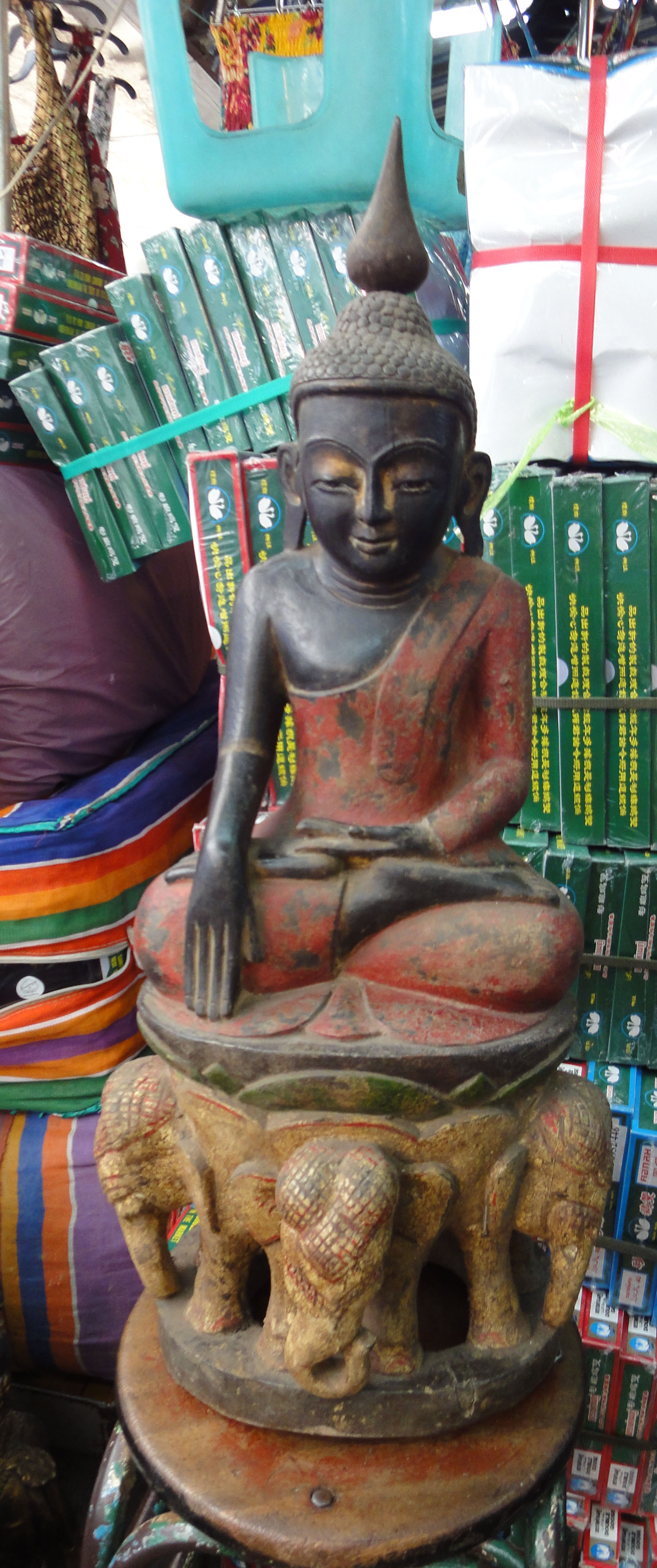 Chatuchak weekend market the Buddha trade 2010 03