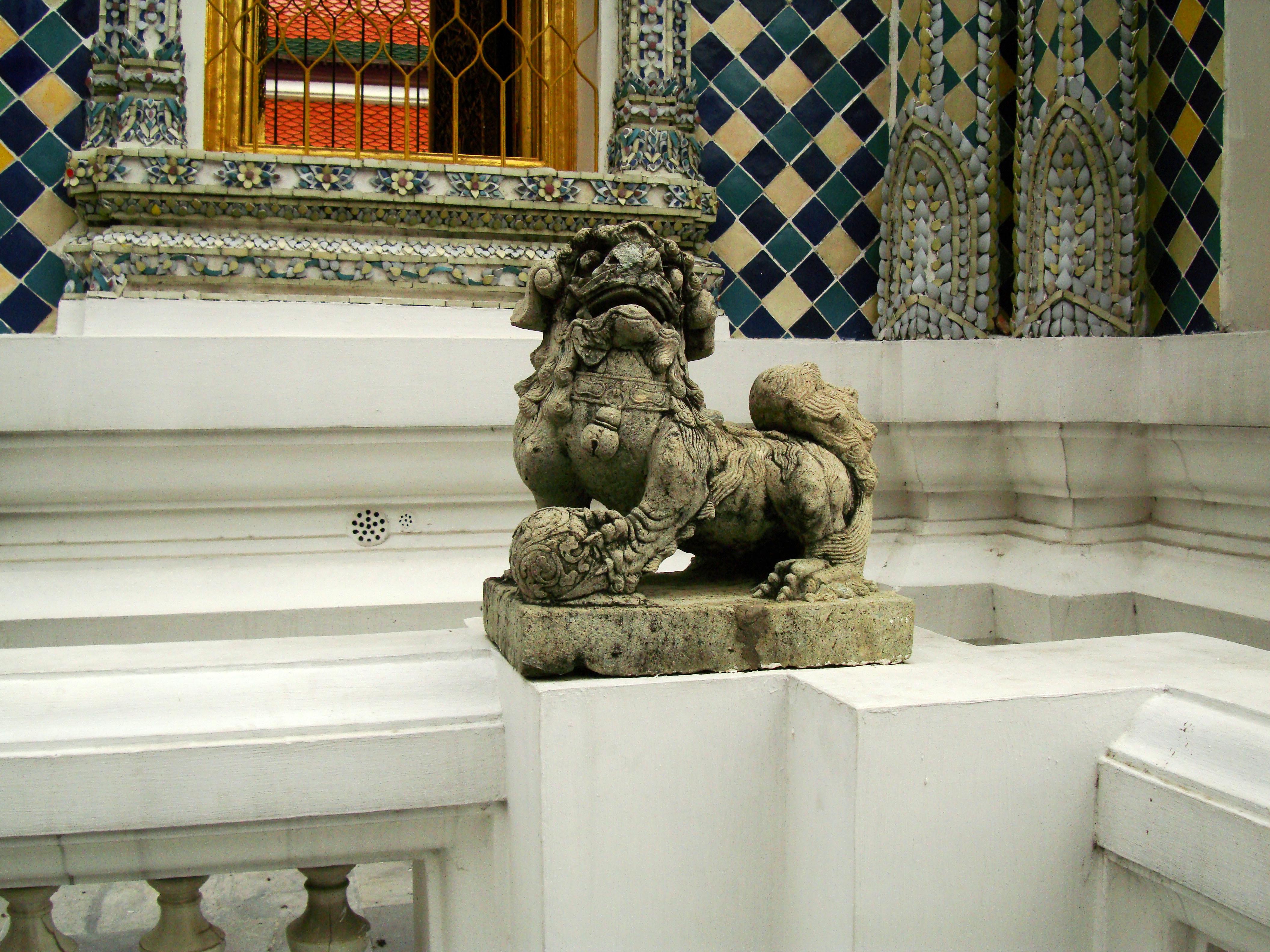 Chinese Lion statues Bangkok Thailand 03