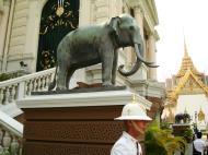 Asisbiz Bronze elephant Bangkok Thailand 02
