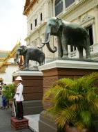 Asisbiz Bronze elephant Bangkok Thailand 05
