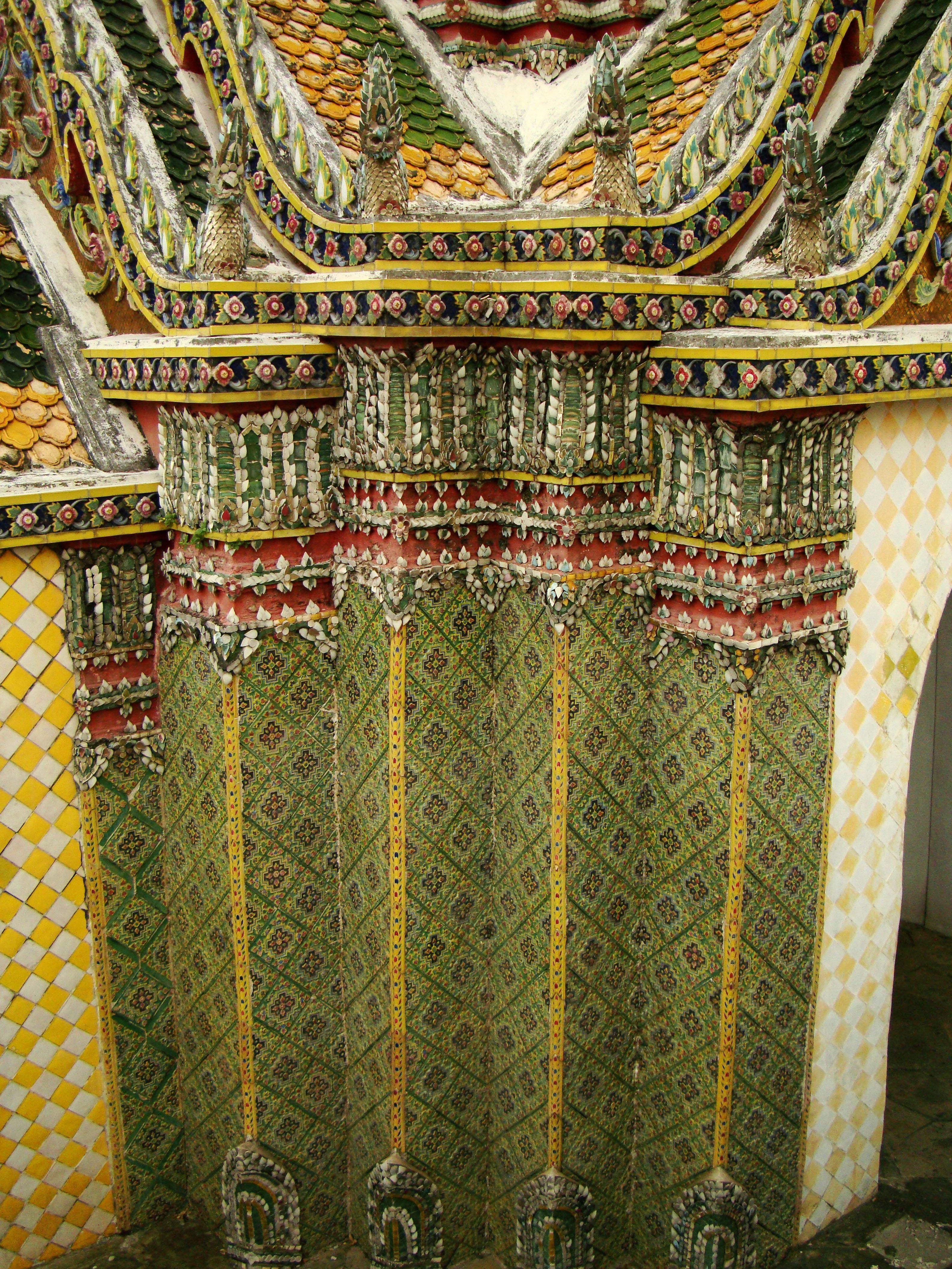05 Phra Wiharn Yod intercrit designed walls and pillars Grand Palace 2010 02