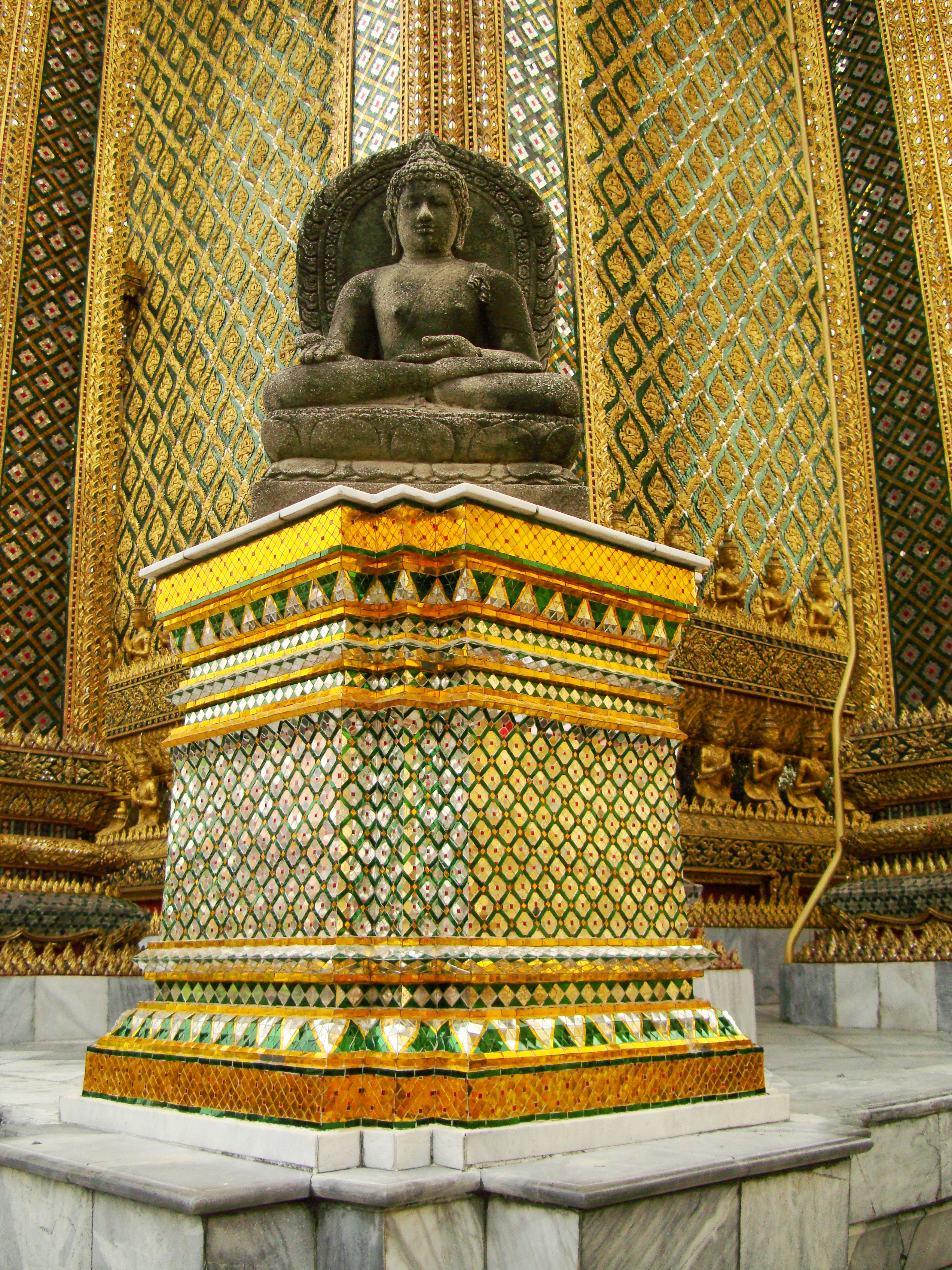 07 Phra Mondop intercrit designed walls and pillars Grand Palace 2010 06