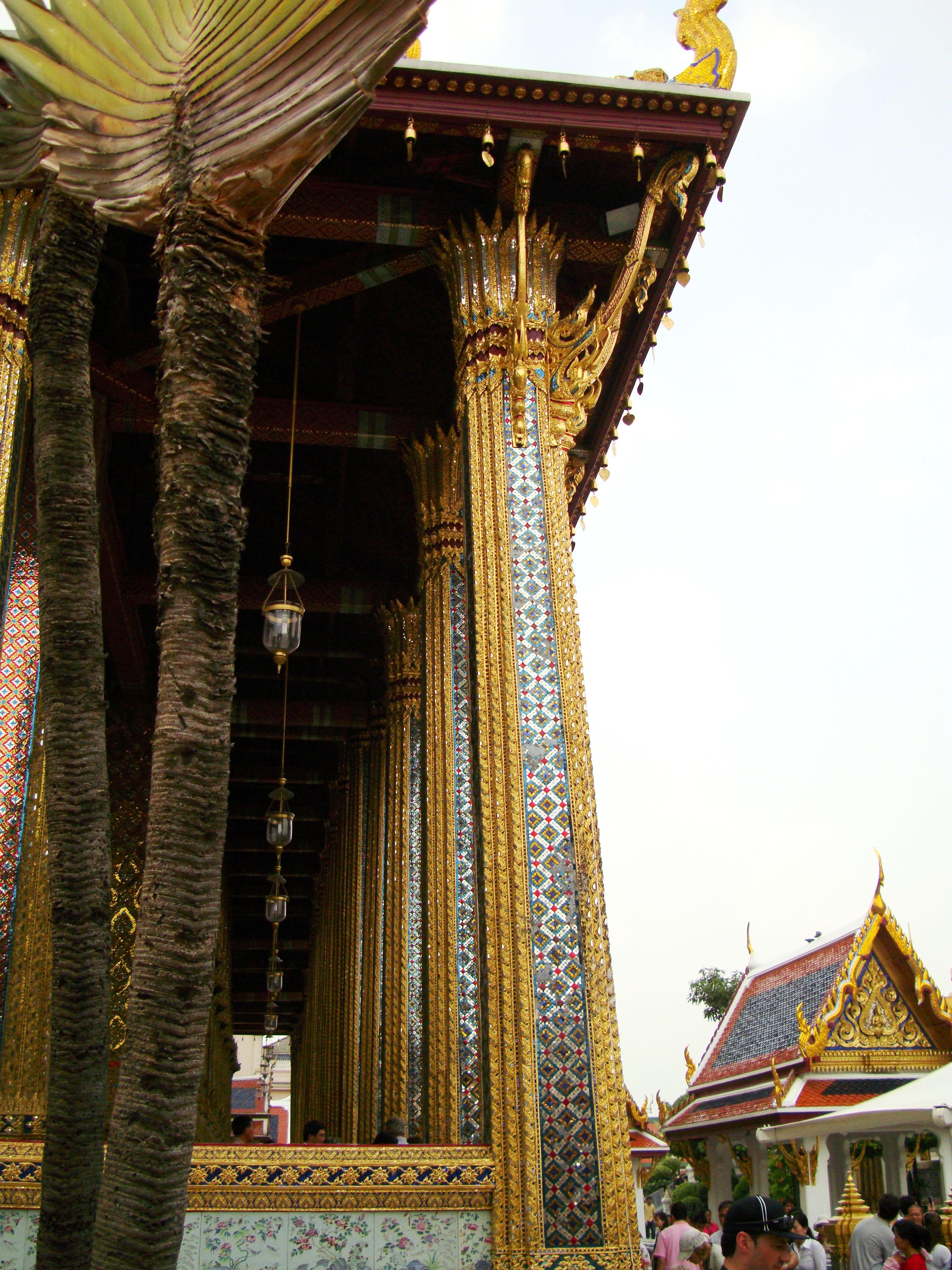 09 Prasat Phra Dhepbidorn intercrit designed walls and pillars Grand Palace 2010 01