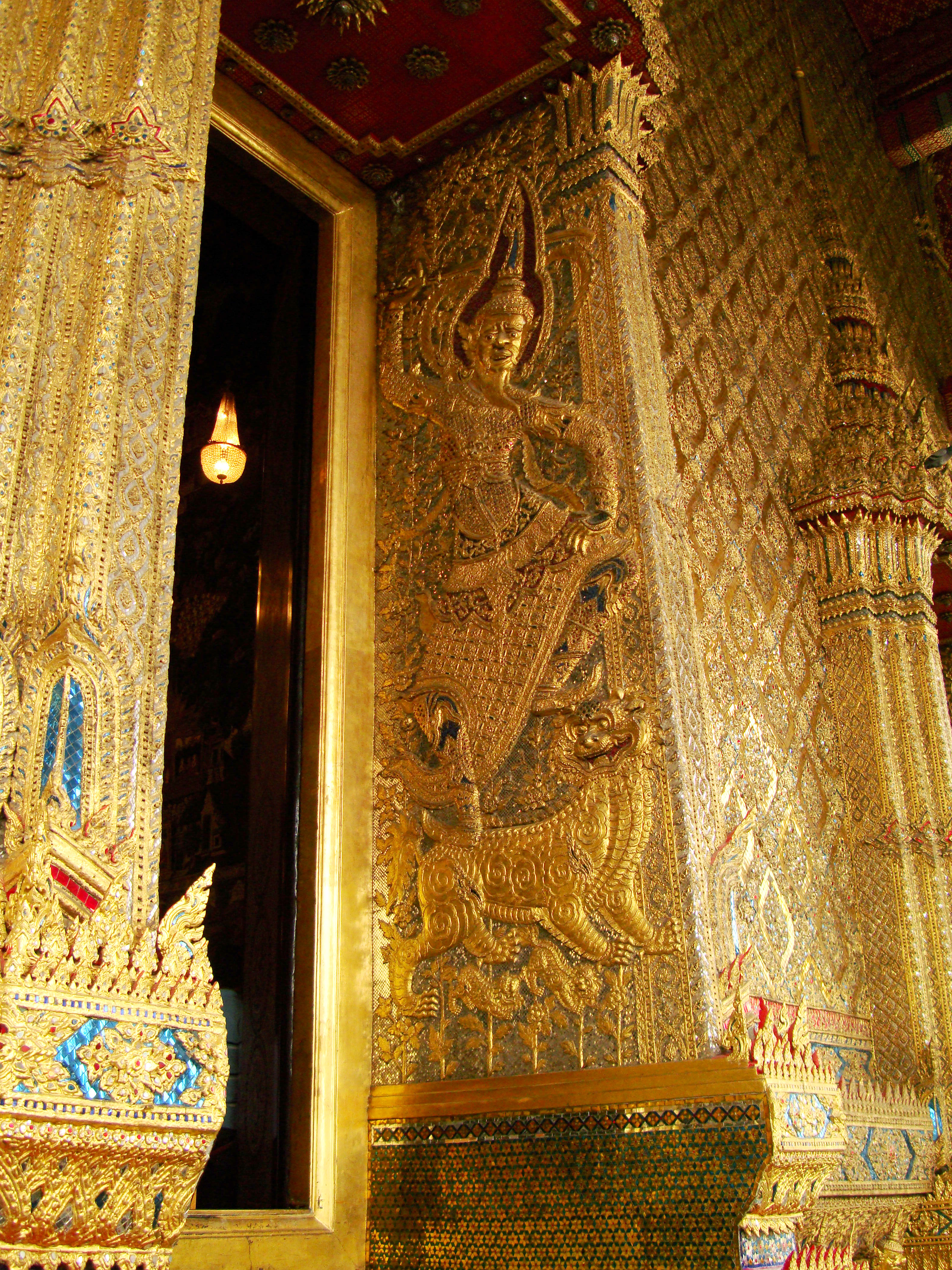 10 Temple of the Emerald Buddha intercrit designed walls pillars Grand Palace 06