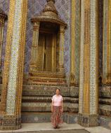 Asisbiz 09 Prasat Phra Dhepbidorn intercrit designed walls and pillars Grand Palace 2010 02