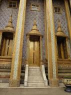 Asisbiz 09 Prasat Phra Dhepbidorn intercrit designed walls and pillars Grand Palace 2010 04