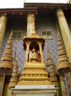 Asisbiz 09 Prasat Phra Dhepbidorn intercrit designed walls and pillars Grand Palace 2010 05