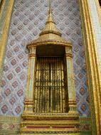 Asisbiz 09 Prasat Phra Dhepbidorn intercrit designed walls and pillars Grand Palace 2010 06