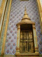 Asisbiz 09 Prasat Phra Dhepbidorn intercrit designed walls and pillars Grand Palace 2010 07
