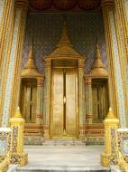 Asisbiz 09 Prasat Phra Dhepbidorn intercrit designed walls and pillars Grand Palace 2010 09