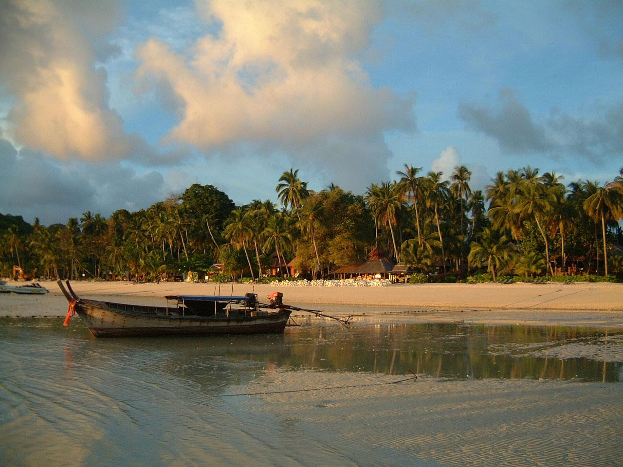Thailand Phi Phi Island panoramic scenes Mar 2003 08