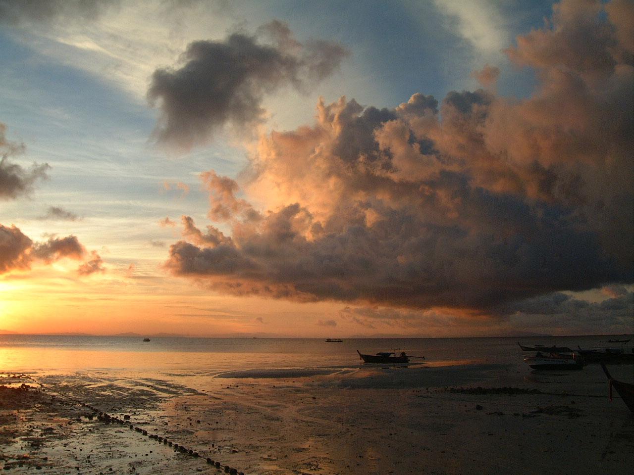 Thailand Phi Phi Island panoramic scenes Sunrise Apr 2003 03