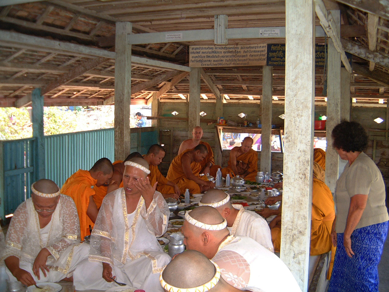 Buddhist Pilgrimage Southern Thailand dharma lunch 2001 04