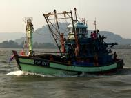 Asisbiz Thai fishing boat PSF 1267 Phuket Province Thailand 01