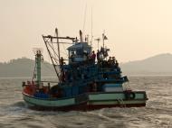 Asisbiz Thai fishing boat PSF 1267 Phuket Province Thailand 02