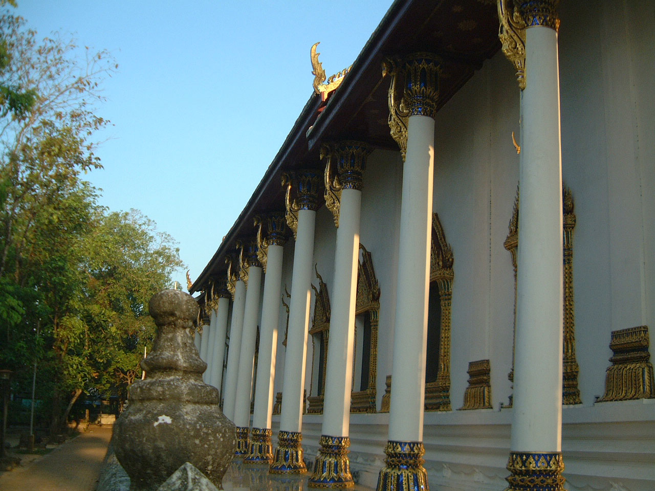 Wat Phra Baromathat Nakhon Srithammarat Apr 2001 05