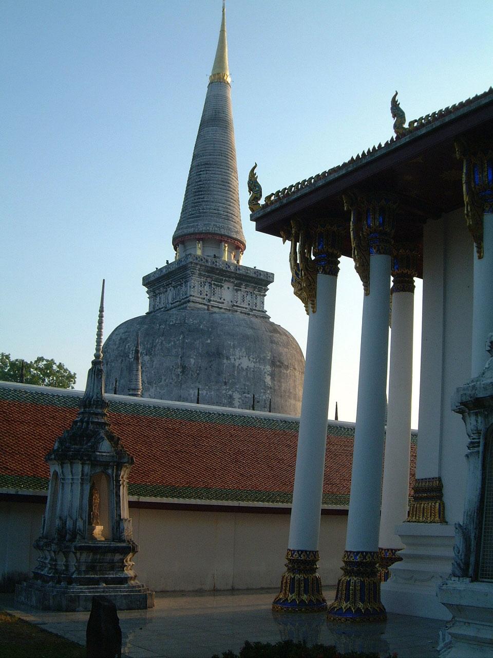 Wat Phra Baromathat Nakhon Srithammarat Apr 2001 06