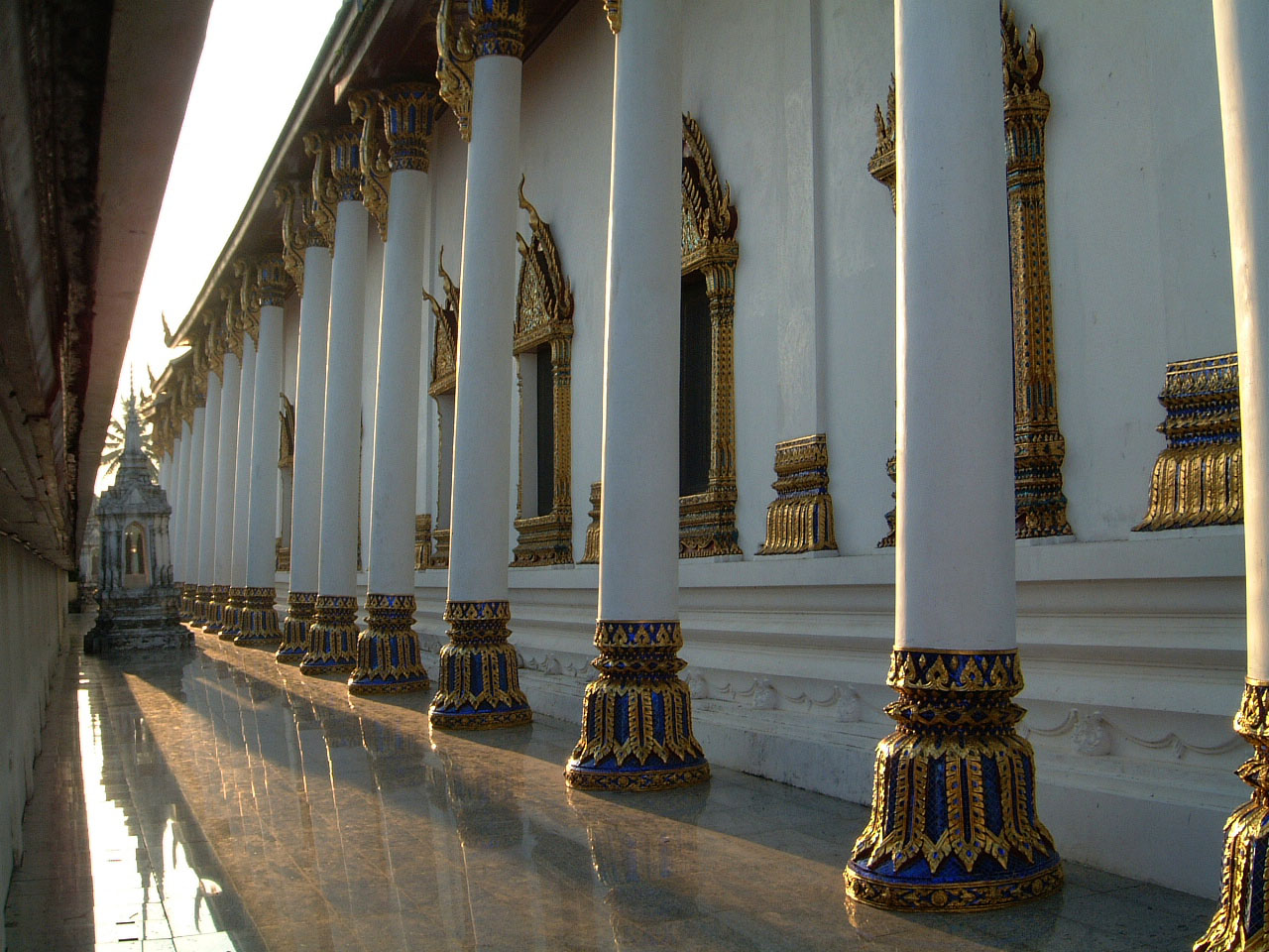 Wat Phra Baromathat Nakhon Srithammarat Apr 2001 08