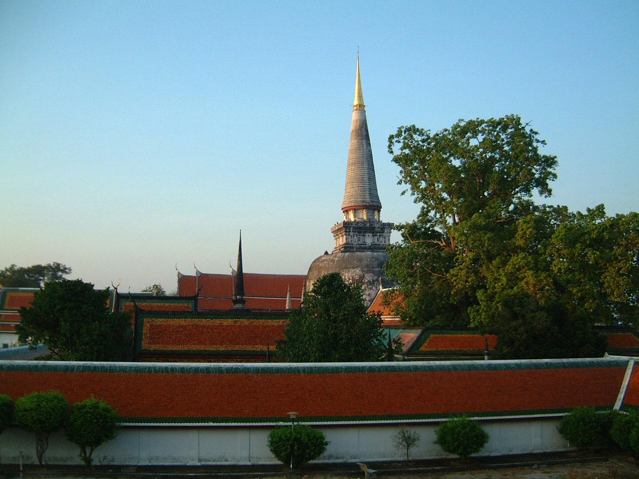 Wat Phra Baromathat Nakhon Srithammarat Apr 2001 21