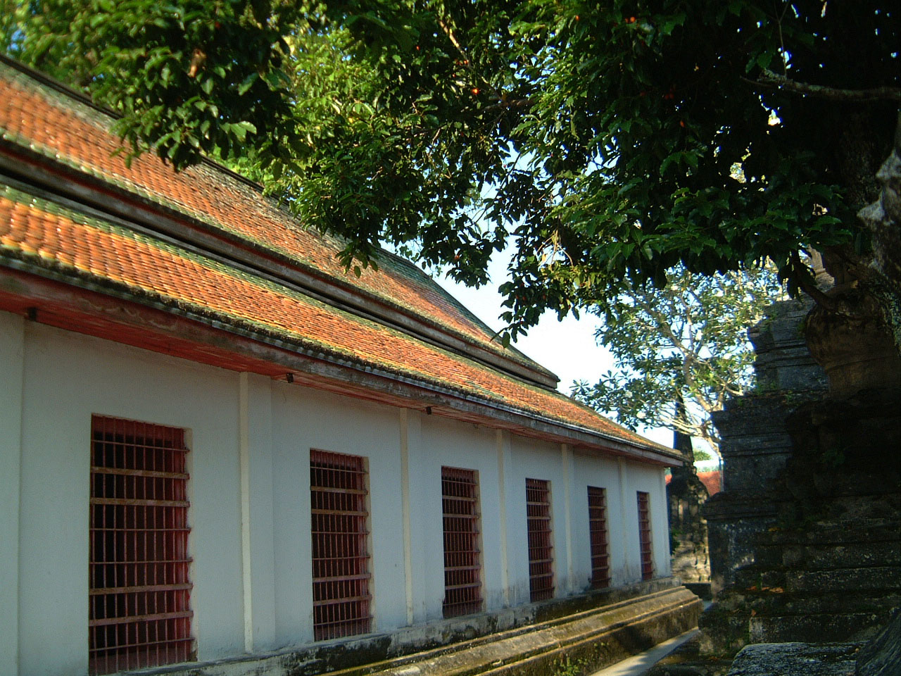 Wat Phra Baromathat Nakhon Srithammarat Apr 2001 32