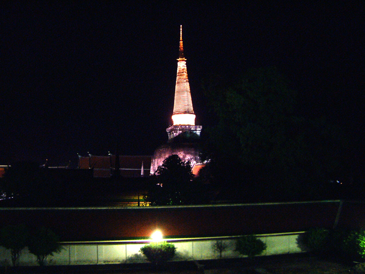 Wat Phra Baromathat Nakhon Srithammarat Apr 2001 39
