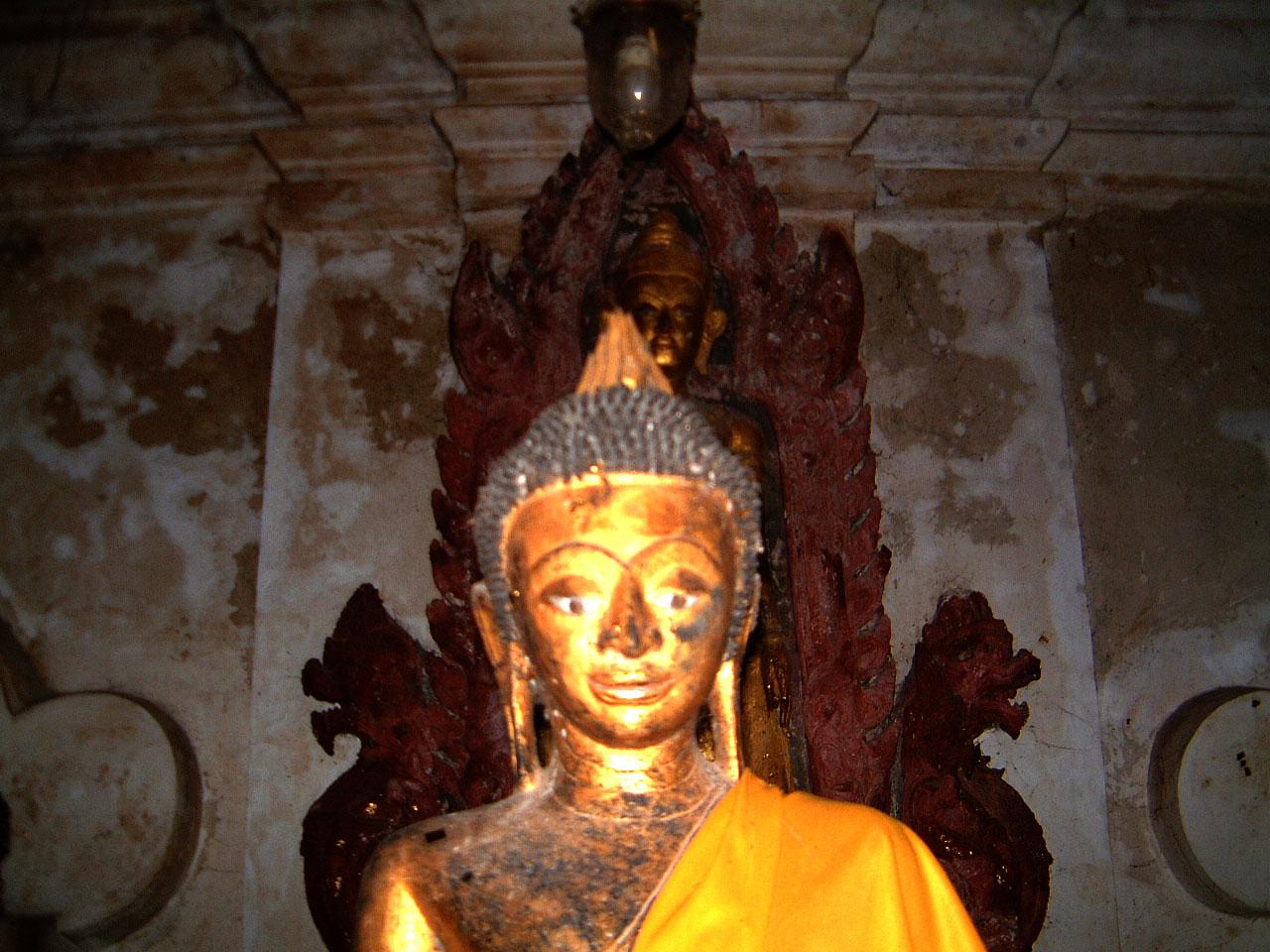 Wat Phra Baromathat Nakhon Srithammarat Buddhas Apr 2001 09