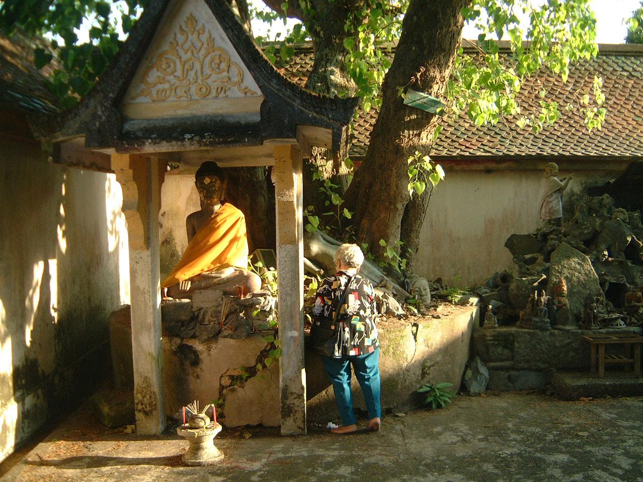 Wat Phra Baromathat Nakhon Srithammarat Buddhas Apr 2001 20